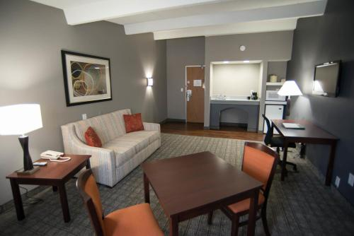 Eastland Suites Extended Stay Hotel & Conference Center Urbana Photo