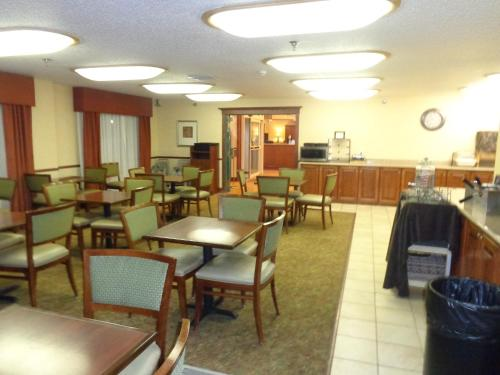 Country Inn & Suites by Radisson, Bismarck, ND Photo