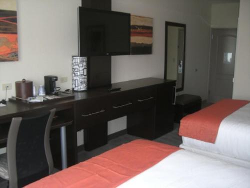 Holiday Inn Express & Suites Wichita Airport Northwest - Maize, KS 67101