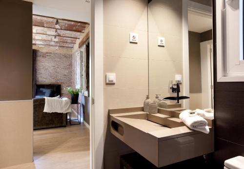 Enjoybcn Miro Apartments photo 13