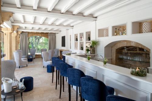 le vieux castillon h tel 10 rue turion sabatier 30210. Black Bedroom Furniture Sets. Home Design Ideas