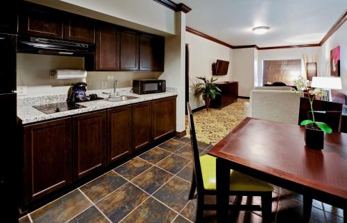 Hawthorn Suites by Wyndham Lubbock Photo