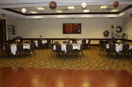 Country Inn & Suites by Radisson, Beckley, WV Photo
