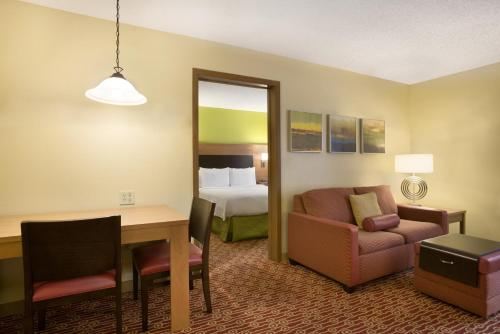 TownePlace Suites by Marriott Houston Energy Corridor/Katy Freeway photo 6