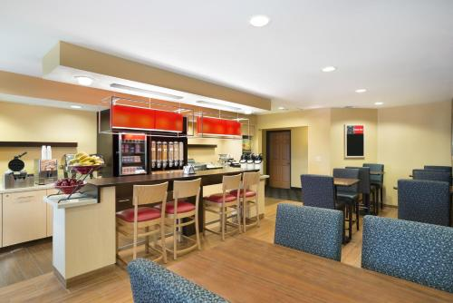 TownePlace Suites by Marriott Houston Energy Corridor/Katy Freeway photo 12