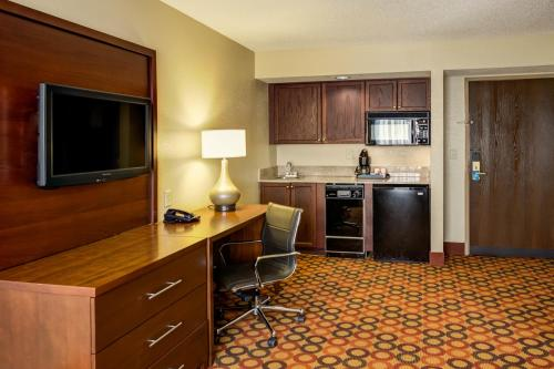 Comfort Suites Airport Charlotte Photo
