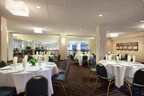 Embassy Suites Santa Clara - Silicon Valley photo 3