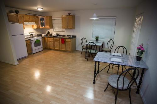 Los Angeles Vacation Apartments - Los Angeles, CA 90026