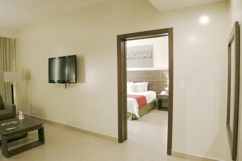 Clarion Victoria Hotel and Suites Panama Photo