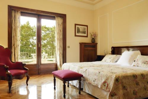 Classic Double Room with Extra Bed and Terrace and Spa Access Hostal de la Gavina GL 6