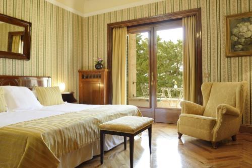 Classic Double Room with Terrace and Spa Access Hostal de la Gavina GL 4