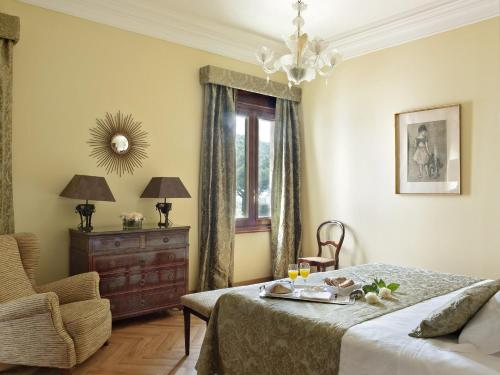 Classic Double Room with Extra Bed and Spa Access Hostal de la Gavina GL 4