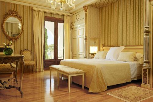 Habitación Doble Clásica con terraza y acceso al spa Hostal de la Gavina GL 6
