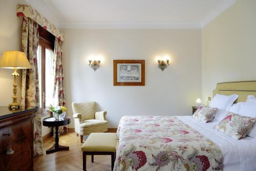 Classic Double Room with Extra Bed and Spa Access Hostal de la Gavina GL 5