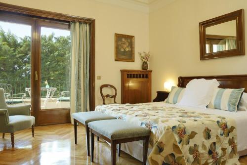 Family Room (2 Adults + 2 Children) with Spa Access Hostal de la Gavina GL 3