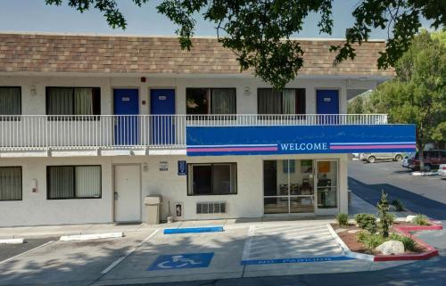 Motel 6 Grants Pass Photo