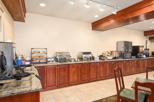 Country Inn & Suites by Radisson, Council Bluffs, IA Photo