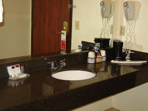 Days Inn By Wyndham Phenix City Near Fort Benning - Phenix City, AL 36867