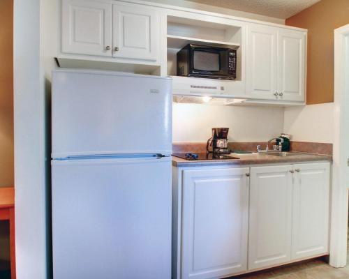 Suburban Extended Stay Hotel Diberville - Biloxi, MS 39540