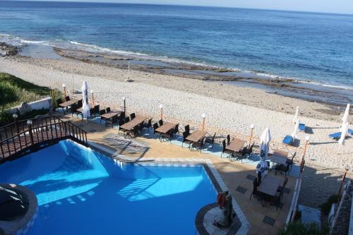 Pebble Beach Hotel Plomarion