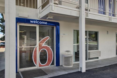 Motel 6 Everett North - Everett, WA 98204