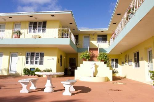 Sorrento Villas - Miami Beach, FL 33141