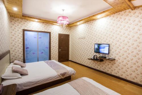 Wuzhen Times Town Theme Inn