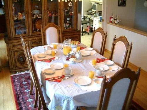 Mountain Bed & Breakfast - North Vancouver, BC V7N 1R5