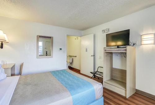 Motel 6 Coos Bay Photo