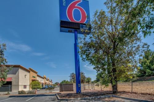 Motel 6 Tracy Photo