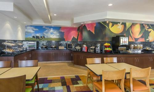 Fairfield Inn & Suites Mansfield Ontario Photo