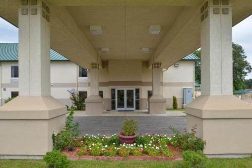 Americas Best Value Inn & Suites Star City - Star City, AR 71667