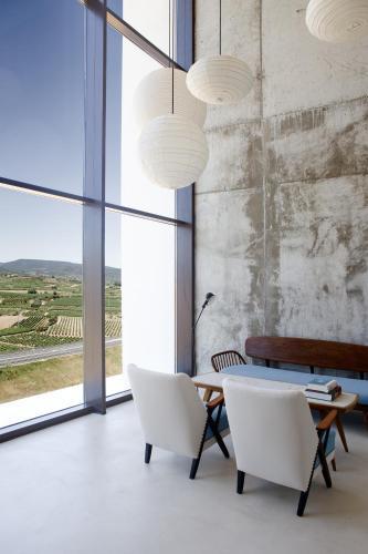 Ctra. LR-137 km. 4,6, 26375  Entrena (La Rioja), Spain.