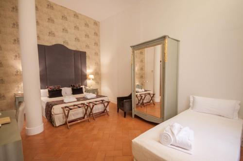 Deluxe Triple Room Palacio Pinello 1