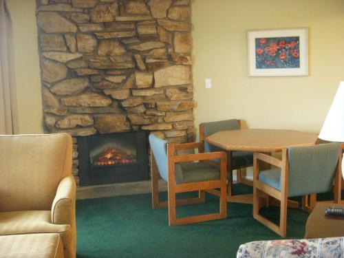 Ocean Shores Inn & Suites - Ocean Shores, WA 98569