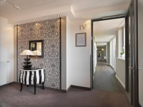hotel goliath am dom regensburg desde 170 rumbo. Black Bedroom Furniture Sets. Home Design Ideas