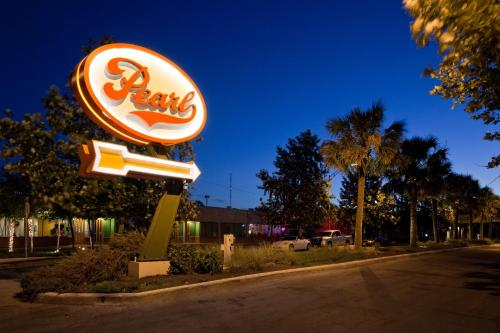 Hotel Emma at Pearl on the Riverwalk Photo