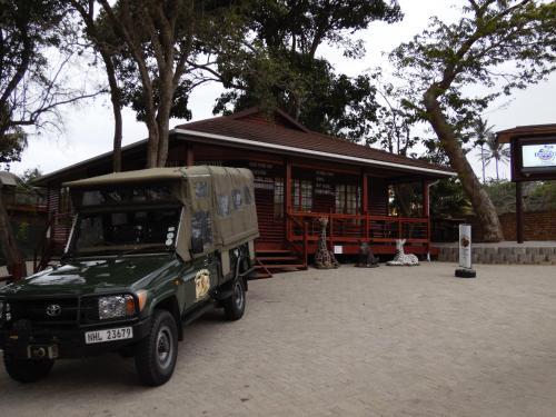 Monzi Safaris Backpackers Photo