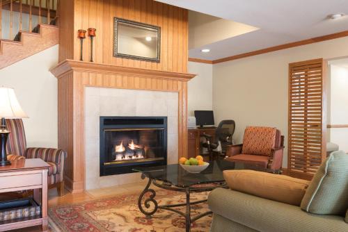 Country Inn & Suites by Radisson, Davenport, IA Photo