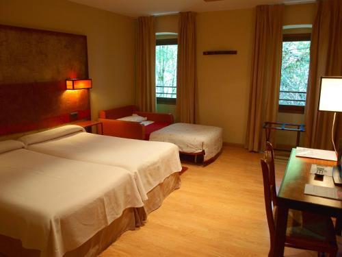 Habitación Doble con cama supletoria - 1 o 2 camas Hotel Santa Cristina Petit Spa 8