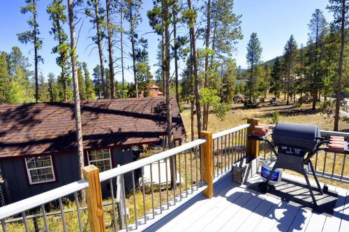 Two-bedroom Cabin With Loft In Frisco