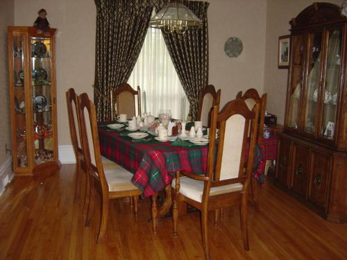 Strathaird Bed And Breakfast - Niagara Falls, ON L2E 1T6
