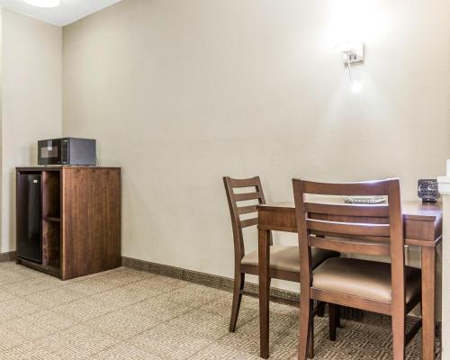 Comfort Suites at Isle of Palms Connector Photo