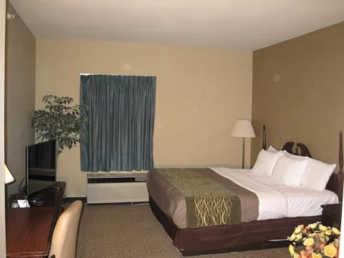 Econo Lodge Inn & Suites Middletown Photo