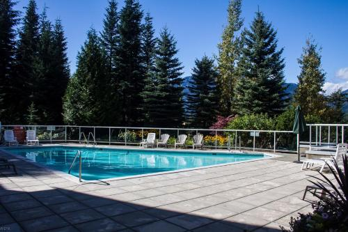 Wildwood Lodge By Peak To Green Accommodations - Whistler, BC V0N 1B4