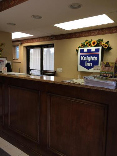 Knights Inn Newport Photo