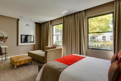 Protea Hotel by Marriott Cape Town Waterfront Breakwater Lodge Photo