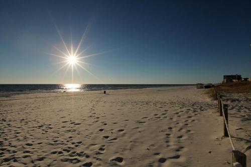 Moondrifter Beach Resort by Panhandle Getaways Photo
