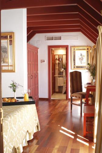Suite Junior con vistas Las Casas de la Judería de Córdoba 8