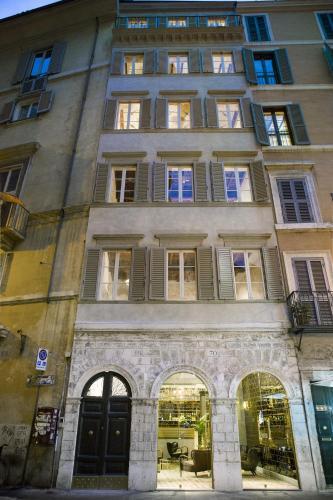 Piazza di Pasquino 69, 00186 Rome, Italy.